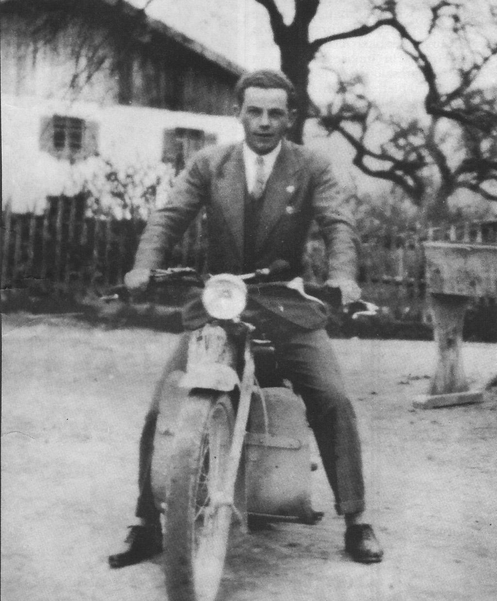 Hans Glšggler 1925 mit seinem ersten Motorrad