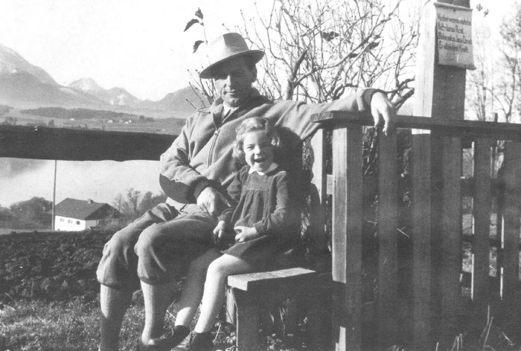 Hans Glöggler mit Tochter Liane, vor dem Hopfensee im Allgäu